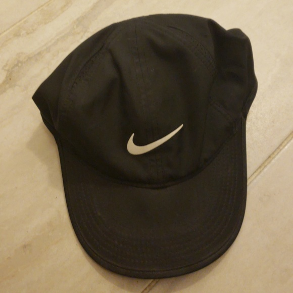 e16406aebbb3f Nike Other - Nike Feather Light Dri-Fit Hat